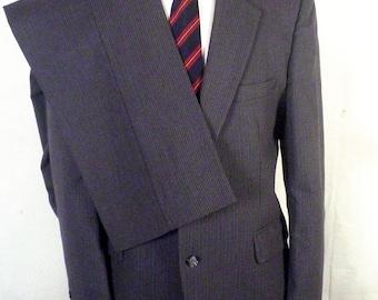 euc Allyn St George gray Pinstripe 100% Wool Men's 2 Pc Business Suit sz 42 R