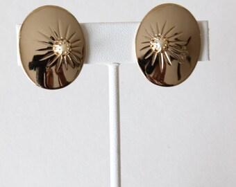 Vintage Faux Peal Goldtone Clip On Bergére Earrings