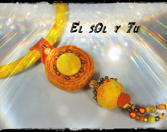 crew neck EL SOL Y TU - ⅛ yellow batik fabric - dyed linen pendant orange - wood beads