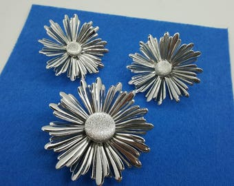Sarah Coventry  Sun Flower Silver Tone Earrings and Brooch 1969 large silver Blooms