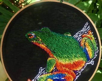 hand embroidered tree frog hoop