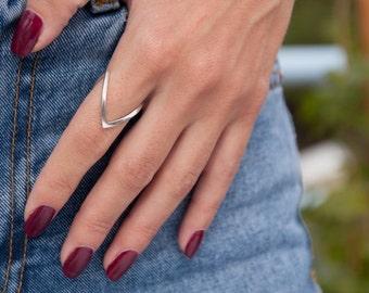 V Ring, Chevron Ring, Silver V ring, Thumb Ring, Knuckle Ring, Stacking Ring, V jewelry, Silver Chevron Ring, Midi  Ring, V shaped Ring