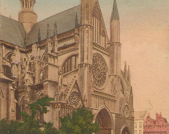 Carte Postale :  Ypres, Portail lateral de la Cathedral.