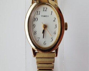 Vintage Ladies Timex Wrist Watch w/Stainless Steel Band NEW BATTERY