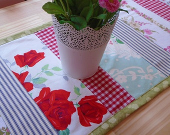 Kitchen Table Runner, Table Topper, Dining Room, Barkcloth, Patchwork, Red Retro Decor Floral, Summer Kitchen, Centerpiece, Repurposed
