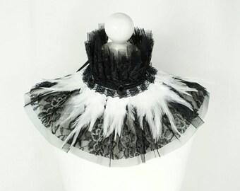 SALE  Black & White collar with many feathers and pearls and lace/ schwarz weisser Federkragen mit Spitze und Steinchen