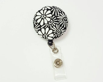 Retactable ID Badge Reel / ID Badge Holder / Name Badge Clip / Badge Pull / Button Badge Holder - White Daisy on Black