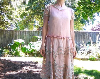 1920s dusty pink cotton flapper gown with scalloped cotton lace // xs or small