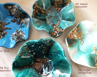 Patella shell bowl, ceramic bowl with real gold details