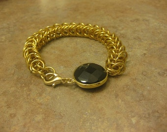 onyx, chainmaille bracelet, chainmaille jewelry, gold bracelet, gold jewelry, gold chainmaille, onyx bracelet, onyx jewelry