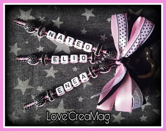 Customizable Keychain 3 names two mixed colours