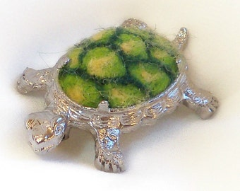 Needle Felted  Pin -  Brooch - Silver - Green Turtle - Turtle Pin - Gift for Her -  Animal Jewelry - Turtle Brooch - Needlefelt Jewelry