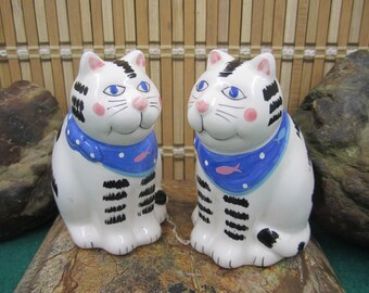 Cute Cat Salt and Pepper shakers