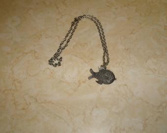 vintage necklace silvertone chain fish pendant