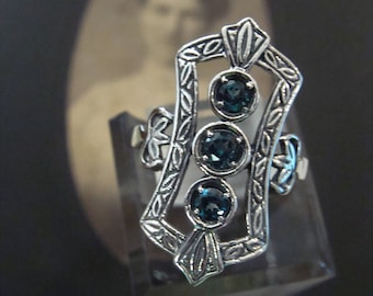 Lovely Sterling Silver London Blue Topaz  Ring  Size 9