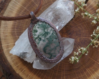 Moss agate oval woodlands cabochon pendant