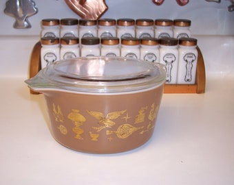 Vintage Pyrex small round casserole dish Early American pattern 1 Quart