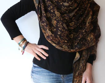 Beautiful warm and soft 100 % Wool Scarf reversible perfect for warm and smooth winter