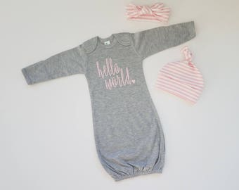 Personalized Baby Girl Coming Home Outfit. Newborn Girl Gift Set. Baby Girl First Outfit. Newborn Girl Shower Gift. Hello World
