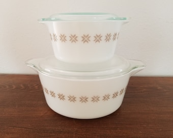Pyrex - Set of Town and Country Casseroles with Lids - 473 & 475