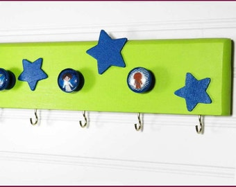 "Star Wars Kids Wall Organizer. 20"" x 3"" with 5 Knobs and 8 Hooks. Lime Green with Blue Stars & Kids"