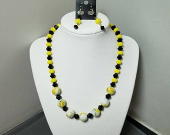 N11-16 yellow and black beads