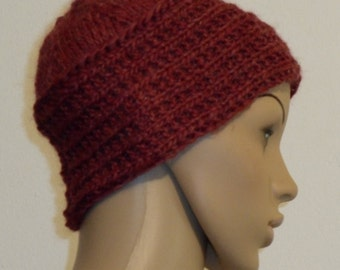 Knitted Cap with light gradient in Burgundy
