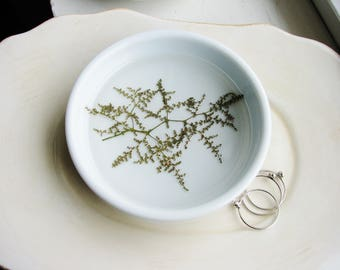 Green Flower Ring Dish, Stinging Nettle, Ceramic Dish, Jewelry Holder, Pressed Flowers Jewelry Dish, Engagement Gift