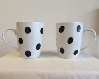 Black polka dot mug set