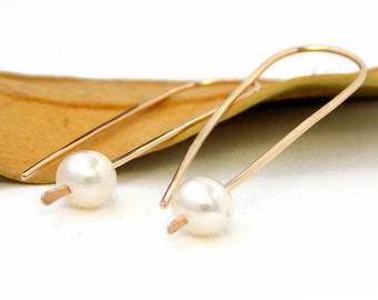 Golden Pearl Earrings: pendulum earrings, simple earrings, dainty earrings, pearl earrings, elegant earrings, wedding jewerly, drop earrings
