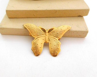 Vintage Yellow Gold Tone Stamped Metal Nouveau Butterfly Brooch Pin E20