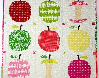 Apple a Day quilt pattern - paper piecing block - mini quilt