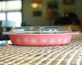 1 1/2 Quart Pink Daisies Pyrex Divided Dish with Lid