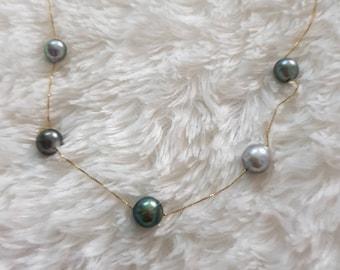 Noble Tahiatian taken Pearl Necklace in gold