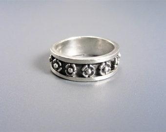 Vintage Sterling Flower Band Ring Size 8