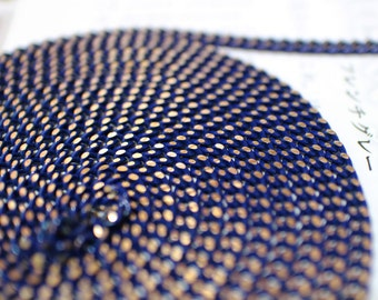 big deep blue shiny chain