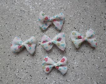 5 bows hand made flowers 17 x 25mm approx, pastel pink color