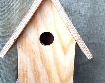 Decorate your own larger style birdhouse. Great for bluebirds. Easy bottom clean out. Fast shipping.