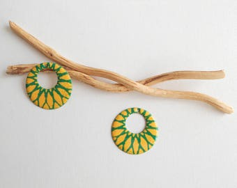 X 2 creole dark yellow and green sequins 23 mm