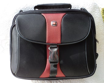 Red Cross insulated bag with zippered compartments