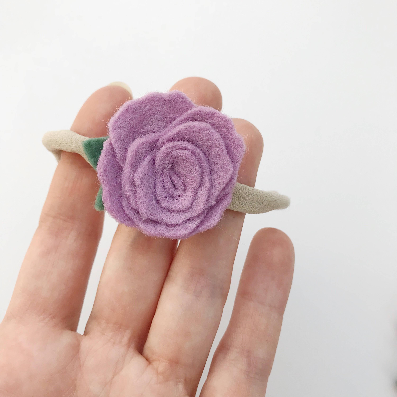 fleur en laine sur bandeau b b fille et enfant lilas. Black Bedroom Furniture Sets. Home Design Ideas