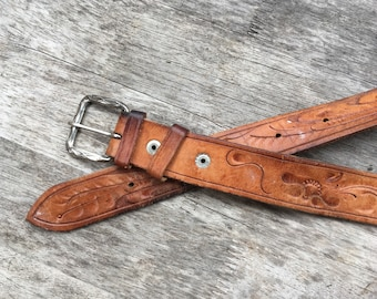 34 1970s tooled leather belt
