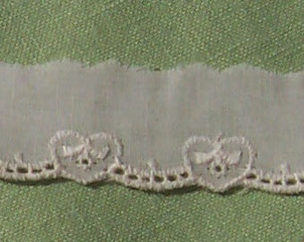 Eyelet Lace Trim Heart and Scallops Vintage Ecru 4 yd