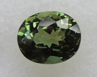 Green tourmaline oval cut tourmaline from Africa, 1, 20 CT, 5.7 x 6.9 mm