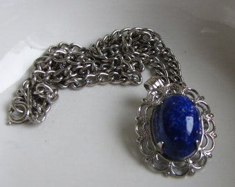 Elizabeth Morrey Blue Stone Pendant and Silver Toned Chain Necklace Vintage Jewelry and Accessories