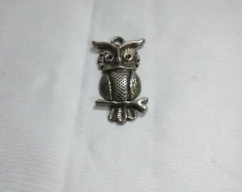 Vintage. Gold owl pendant