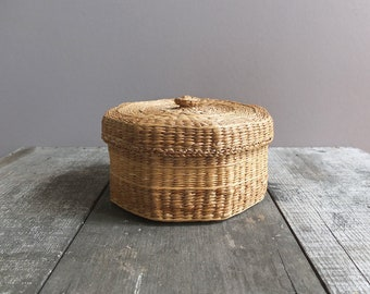 Vintage Basket with Lid / Octagon Shaped Basket / Medium Basket with Lid