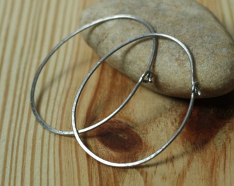 Handmade hammered oval (egg shape) stainless steel hoop 42x32mm, one pair (item ID SSEGG18GS)