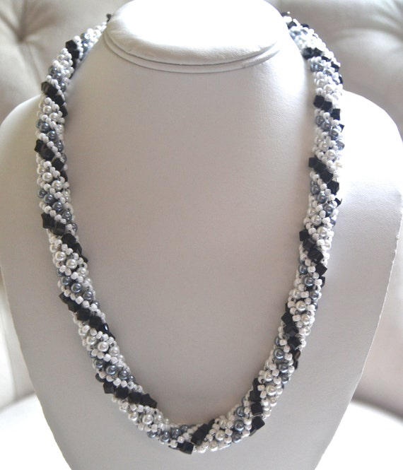 "20"" Black and White Spiral Necklace"