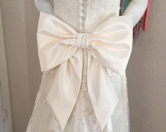 Wedding Dress Bow, Big Bow for Wedding Gown, Extra Large Bow Sash, Bridal Dress Bow, Big Bow Wedding Sash, Bow on Pin Back for Bridal Sash